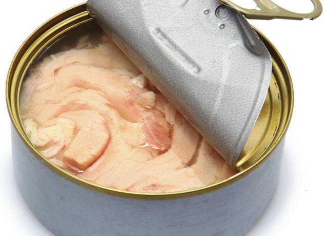 Tomates rellenos fríos con atún