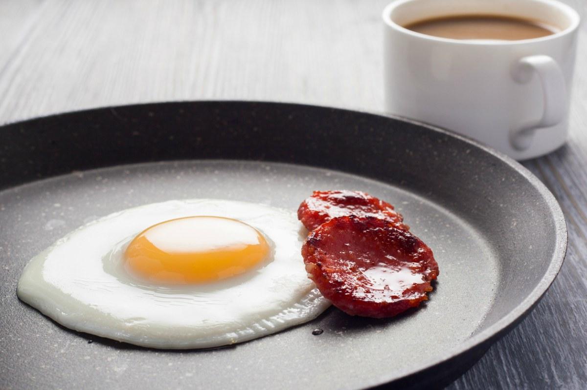 cuantas calorías en un huevo frito