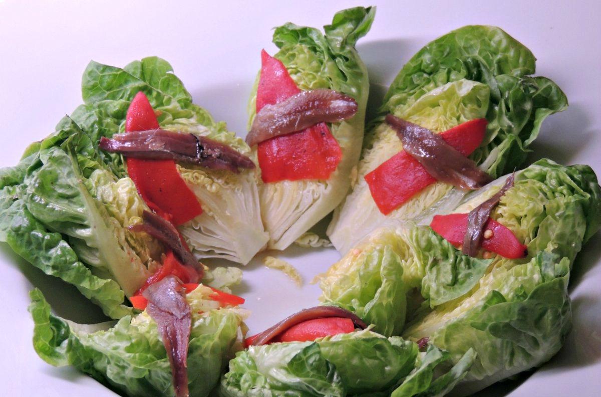 Receta de ensalada de cogollos con anchoas casera