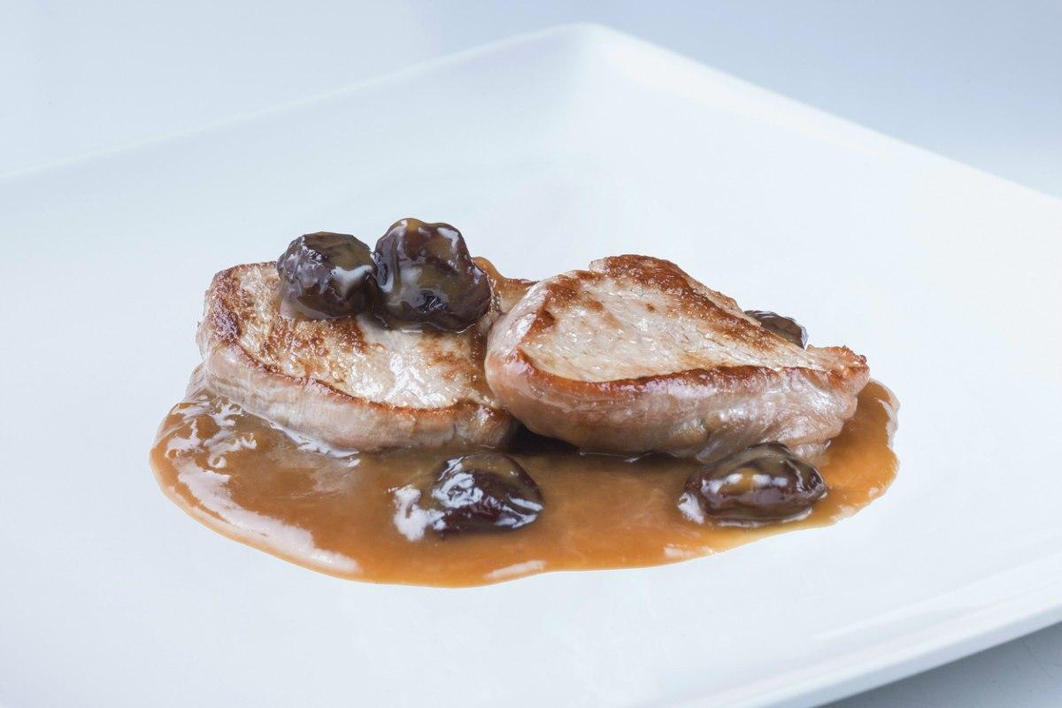 Solomillo a la plancha con salsa de vino tinto y ciruelas pasas - Salsa para ternera a la plancha ...