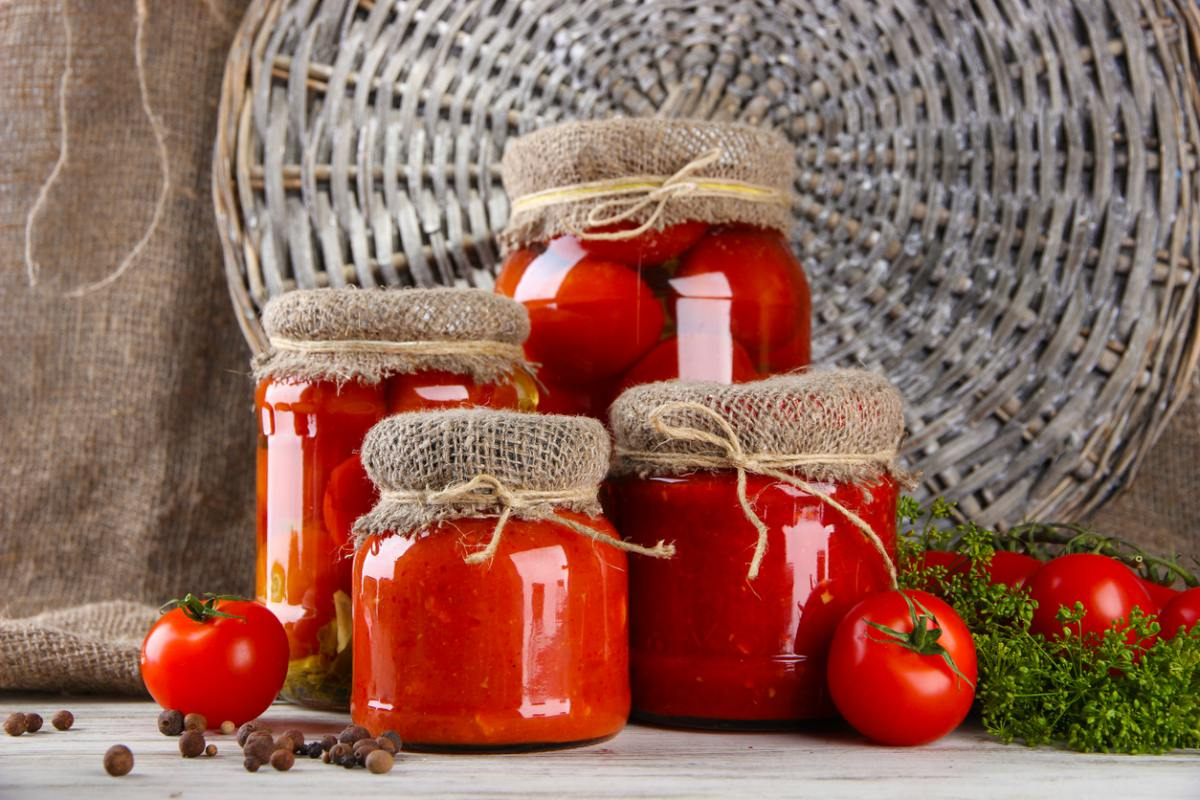Tomates en conserva caseros