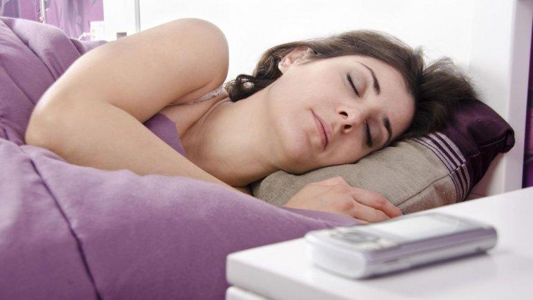 Consecuencias de no apagar el móvil para dormir