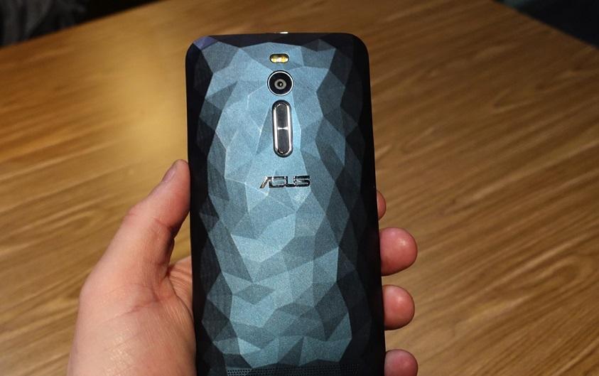 Asus Zenfone 2 Deluxe, un smartphone de diseño cristalino