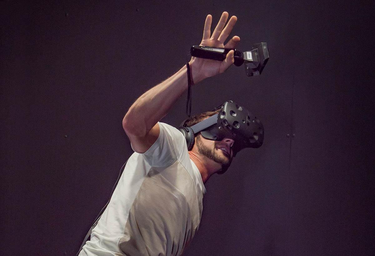 """HTC retrasa sus gafas VR porque tiene una novedad """"rompedora"""""""