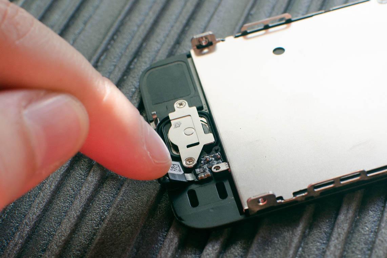 """Salvo que Apple reconsidere su postura, si el botón de tu iPhone 6 o 6s falla, lo mejor es que lo lleves a un servicio técnico oficial. De otro modo, puedes encontrarte con el fatídico """"Error 53"""" al actualizarlo o restaurarlo."""