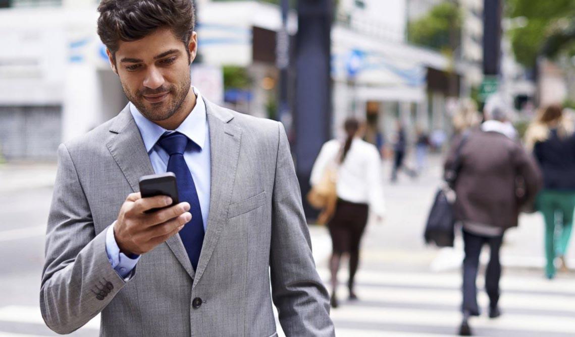 Caminando distraido smartphone 2