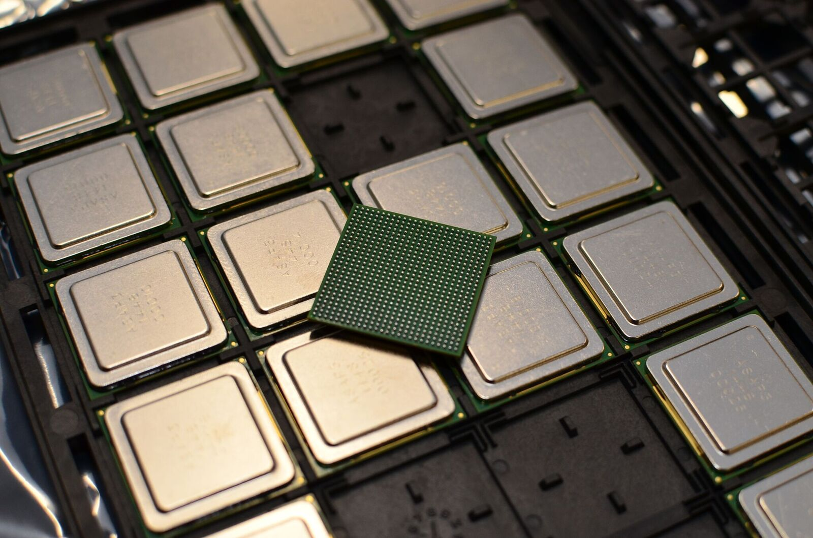 KiloCore chip 1000 nucleos 3