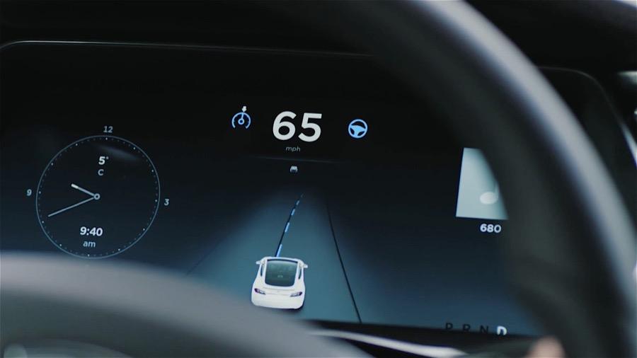 Tesla Autopilot salpicadero-01