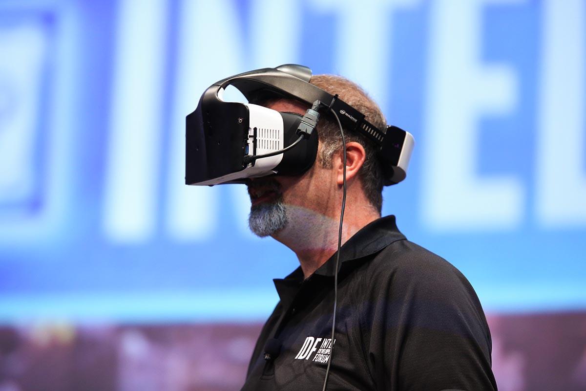 Intel abandona su proyecto de gafas VR Project Alloy pero seguirá invirtiendo en tecnologías relacionadas con la realidad virtual