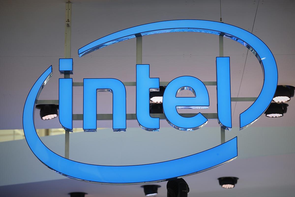Intel podría abandonar la fabricación de relojes y pulseras inteligentes tras los malos resultados del Basis Peak