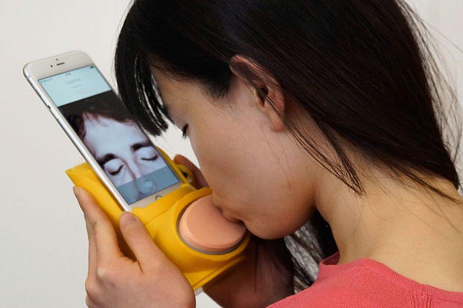 Kissenger, el gadget para dar besos a distancia