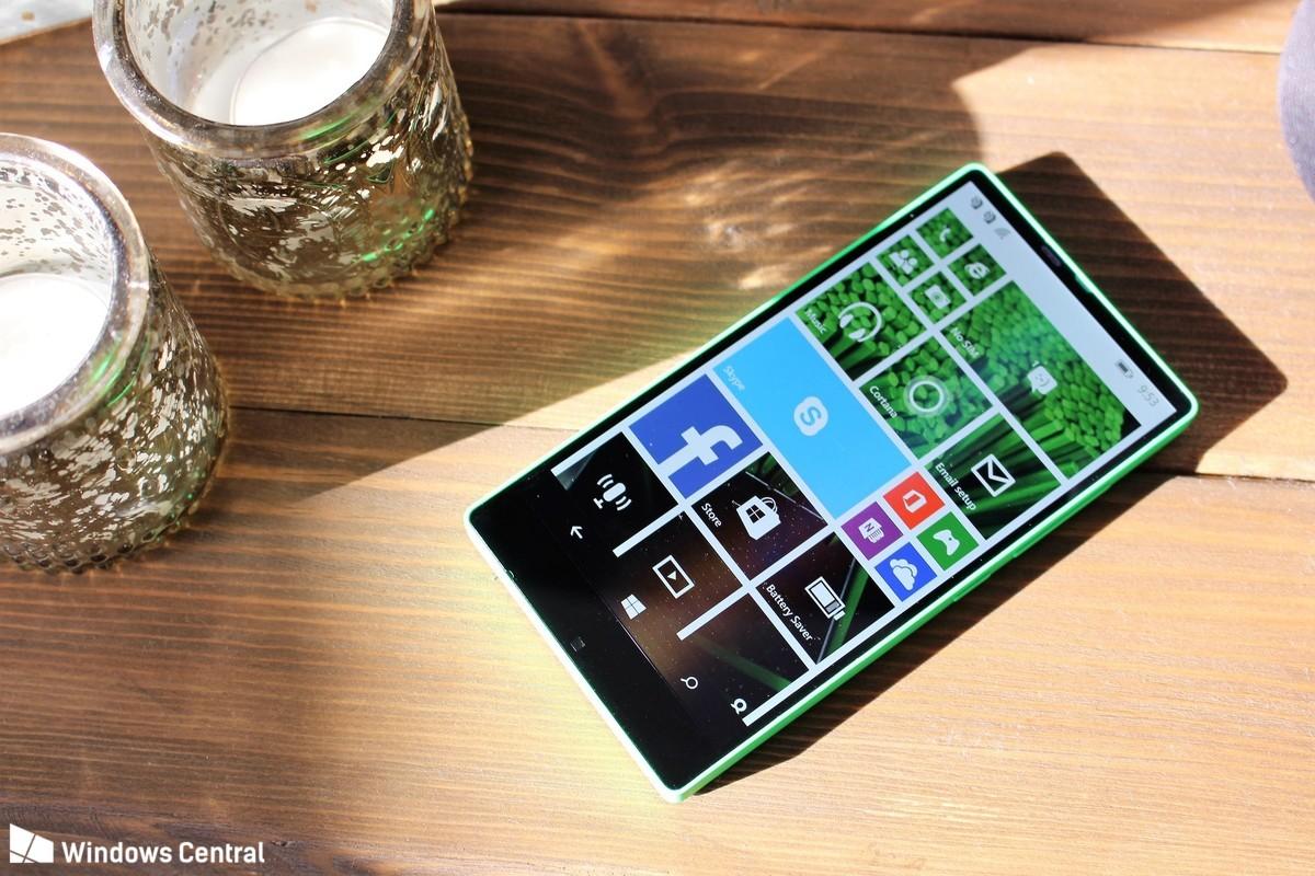 Microsoft ya tenía en 2014 un móvil sin marcos que no se atrevió a lanzar al mercado