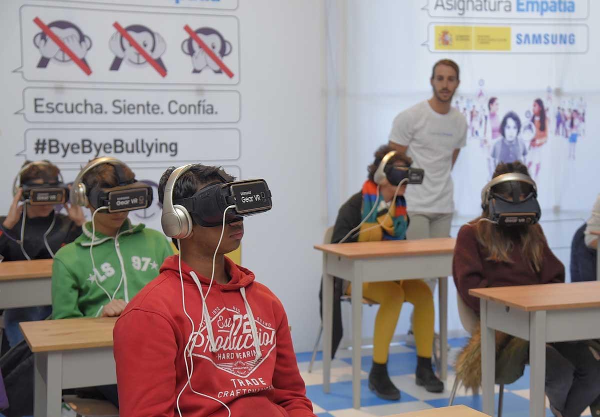 """Samsung busca con """"Asignatura Empatia"""" concienciar sobre el acoso escolar usando la realidad virtual con sus gafas Gear VR"""