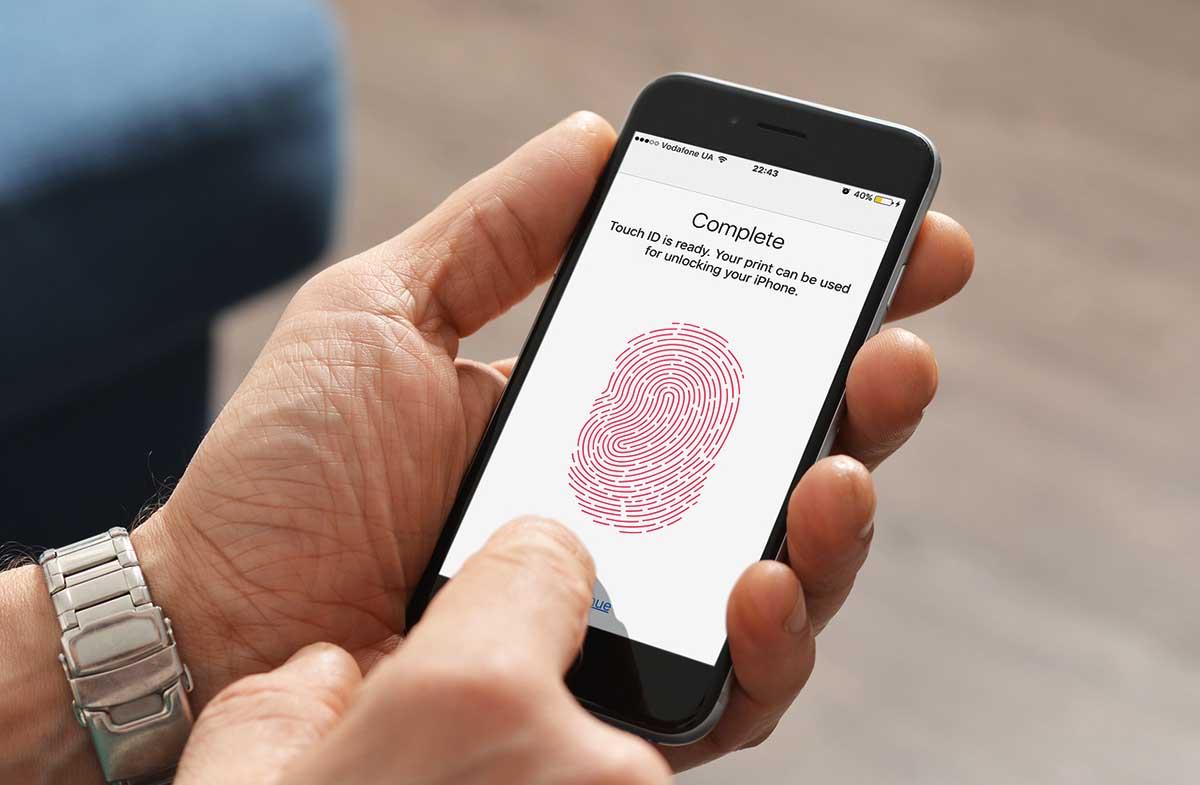 Según Apple, el que Touch ID permita usar varias huellas en el iPhone es sólo para dar comodidad al usuario y no para compartir el dispositivo