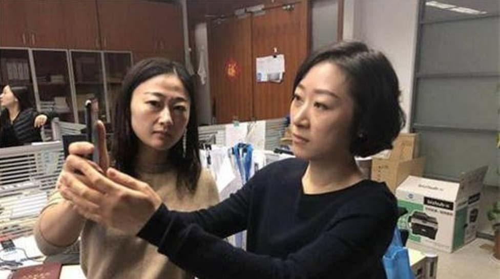 Una mujer llamada Yan ha recibido la devolución de su iPhone X al comprobar que Face ID no consigue distinguirla de su compañera de trabajo.