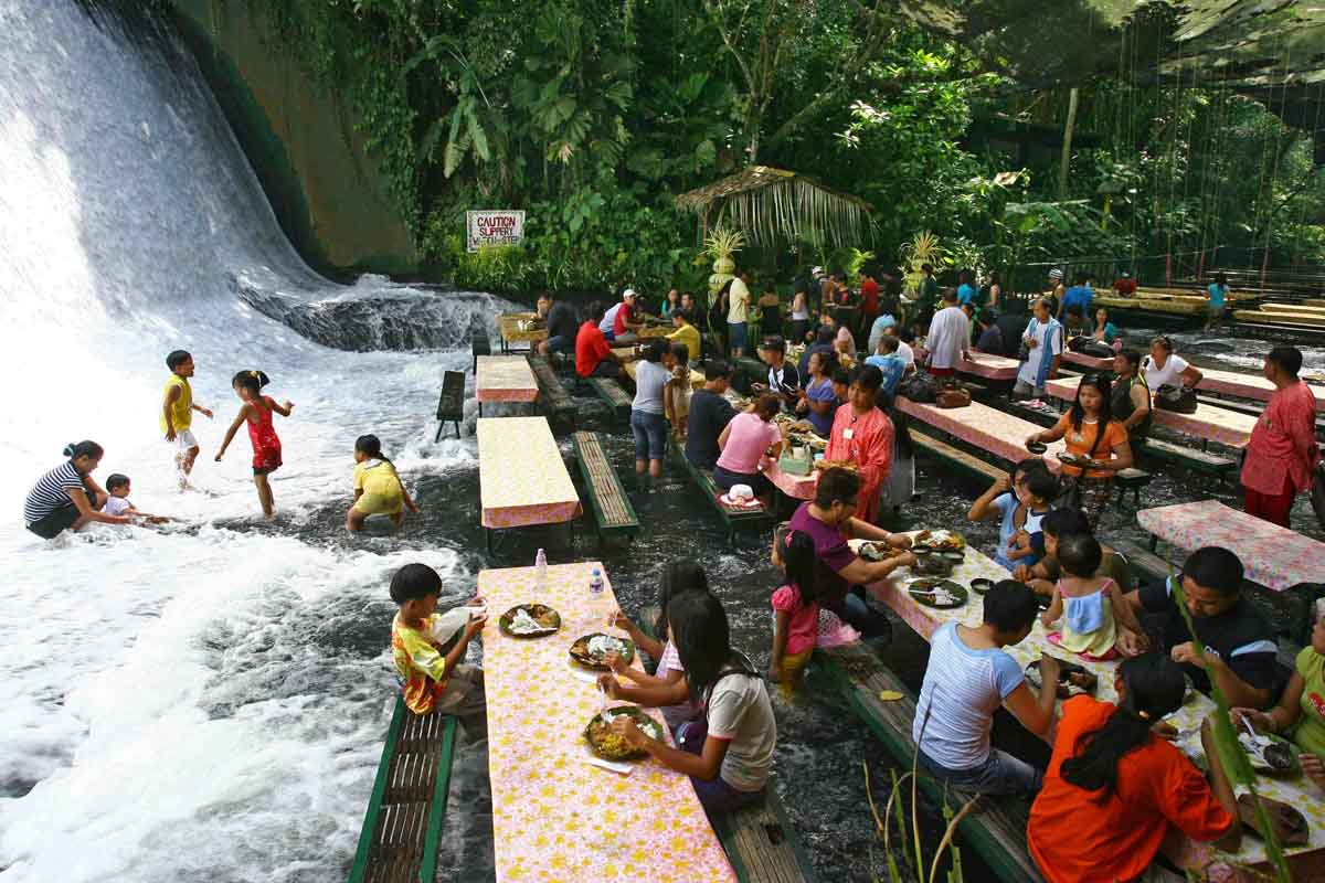 Labassin Waterfall Restaurant Un restaurante… ¡a los pies de una cascada!