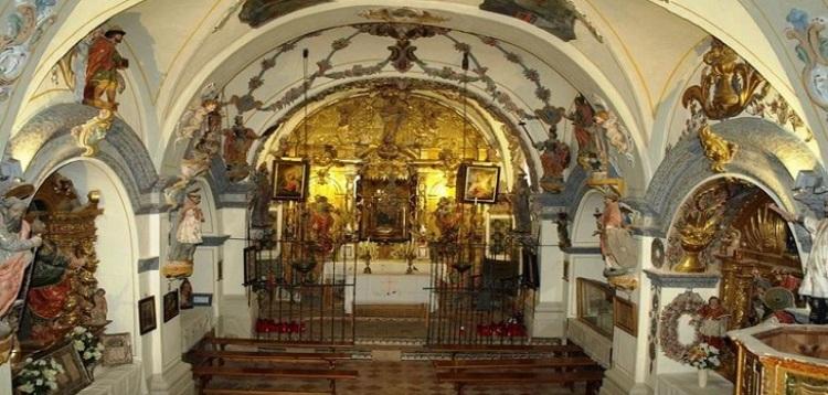 el encanto de Huesca: interior-ermita-virgen-de-la-peña-aniés