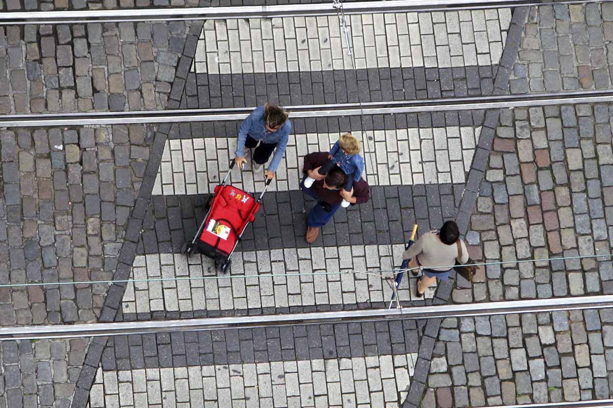 Un paso de cebra diagonal para ayudar a los peatones