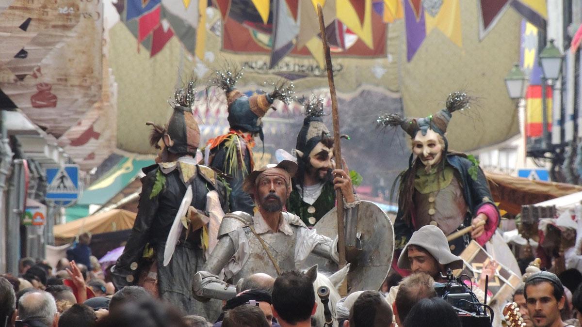 Celebra el día de la Hispanidad en el Mercado Cervantino de Alcalá