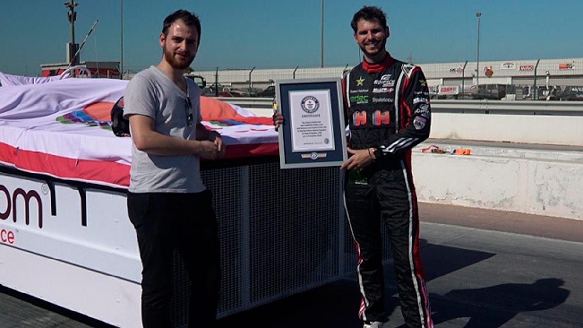 Hoteles.com bate un record Guinness con la cama más rápida del mundo