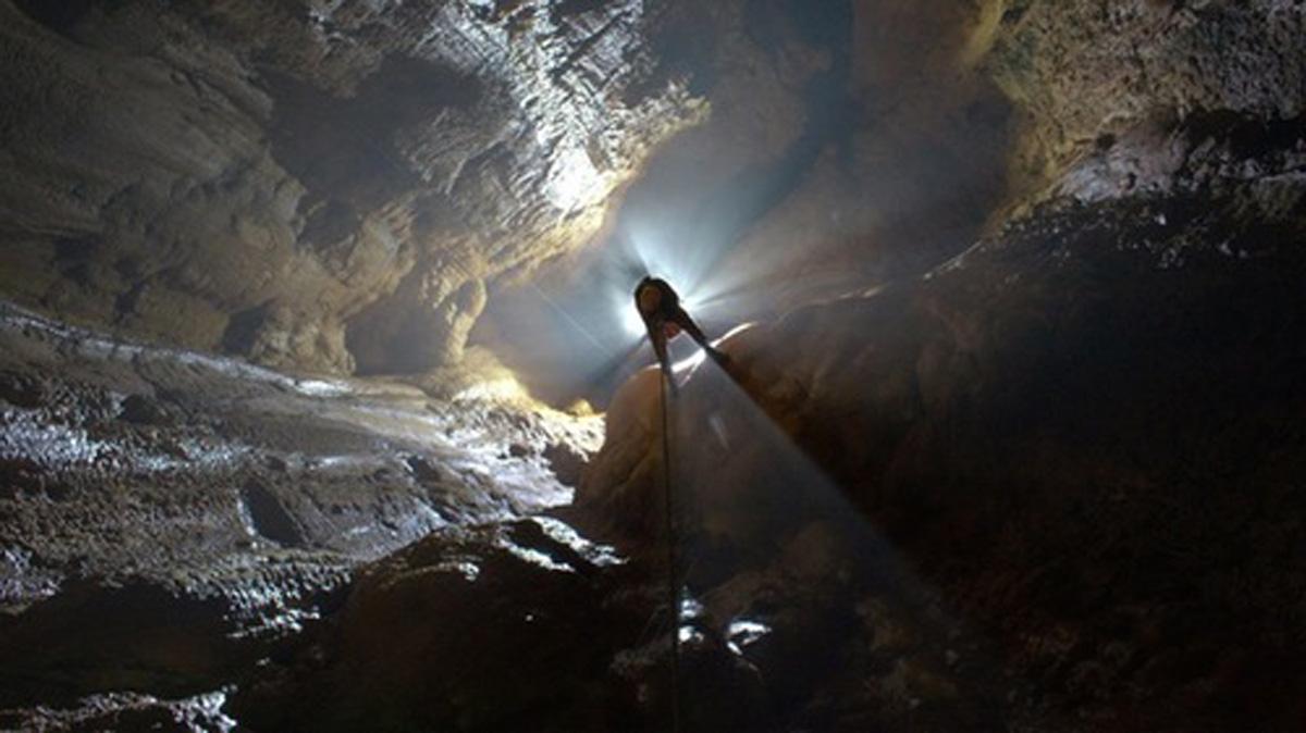Descubren el segundo mayor pozo vertical del mundo en Cantabria