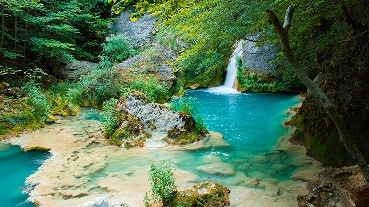 Nacedero del Urederra, un oasis en medio de Navarra