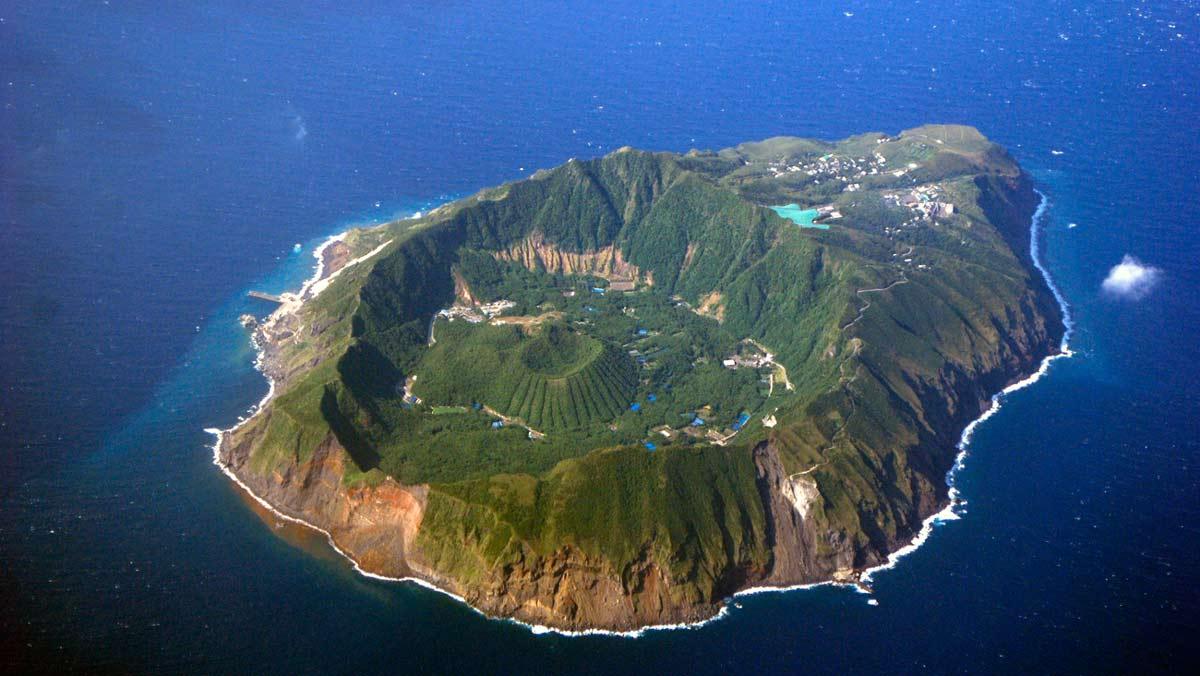 Aogashima, el pueblo japonés contruído en el cráter de un volcán