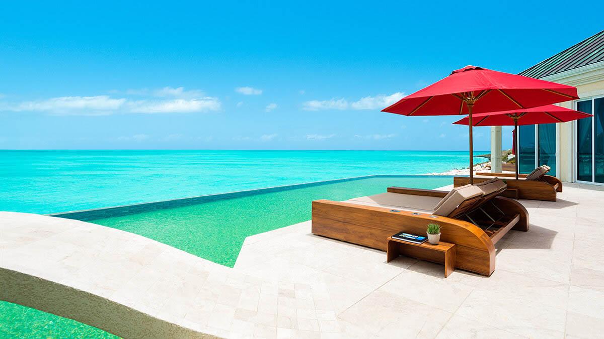 Una casa con playa privada es un lujo que todo el mundo debería concederse una vez en la vida.