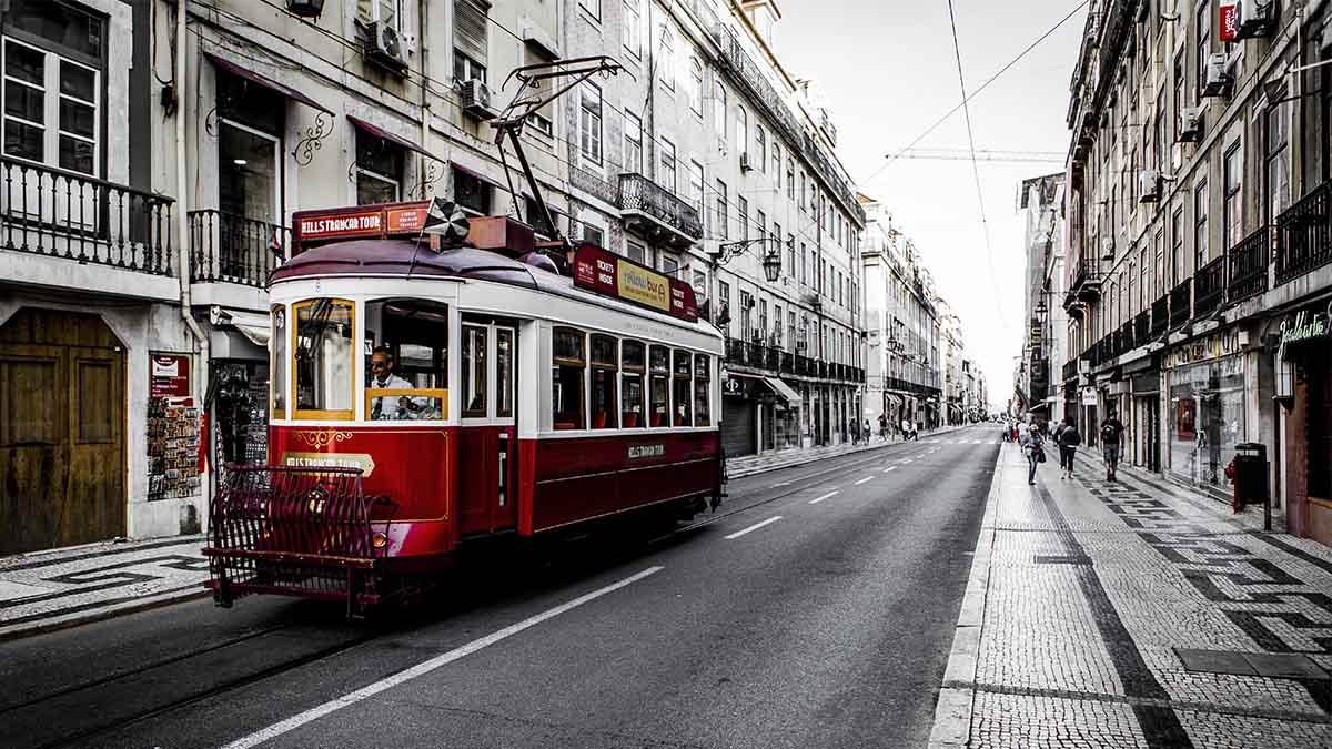 Lisboa y Oporto (Portugal) destacan como los destinos internacionales preferidos por los españoles para las vacaciones de verano