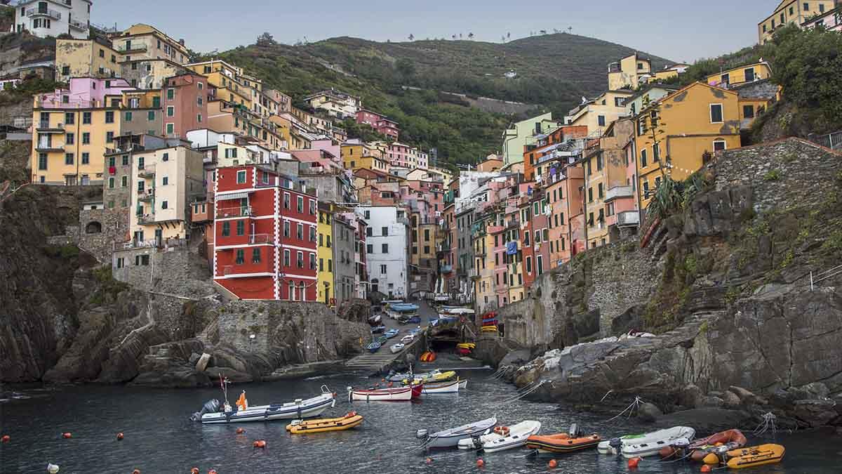 Monterosso, Vernazza, Corniglia, Manarola y Riomaggiore forman Cinque Terre, uno de los mayores tesoros de Italia