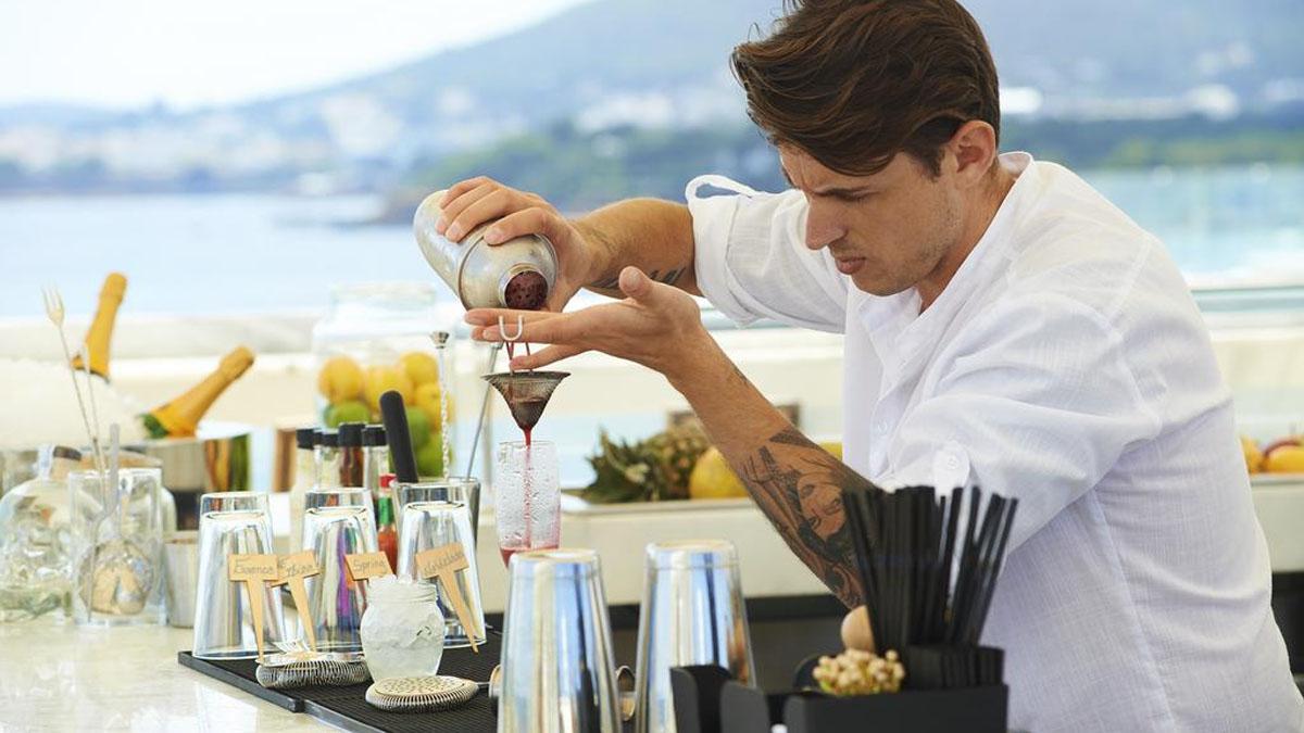 Cada jueves de verano The Chefs Experience invita a Martín Berasategui, Arzak o los hermanos Torres a cocinar para ti en el hotel ME Ibiza