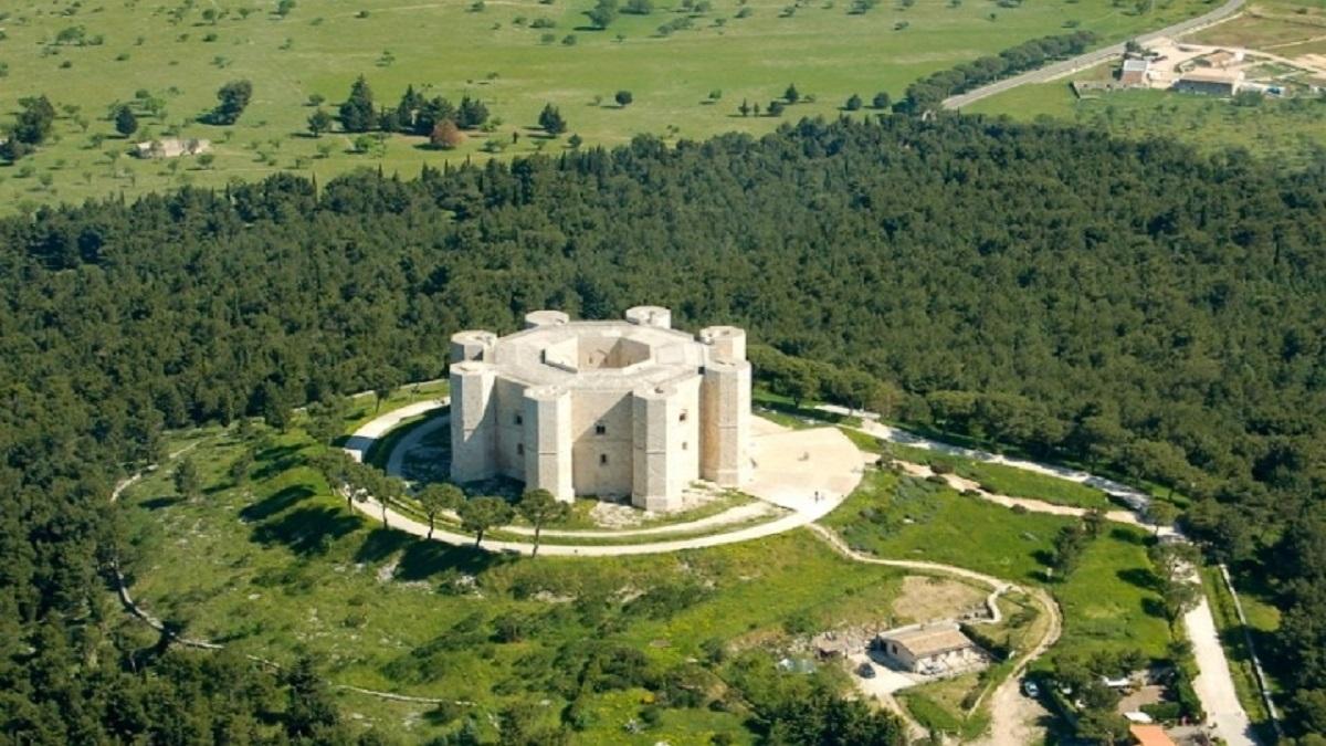 Castel del Monte es un extraño castillo en forma de tuerca.