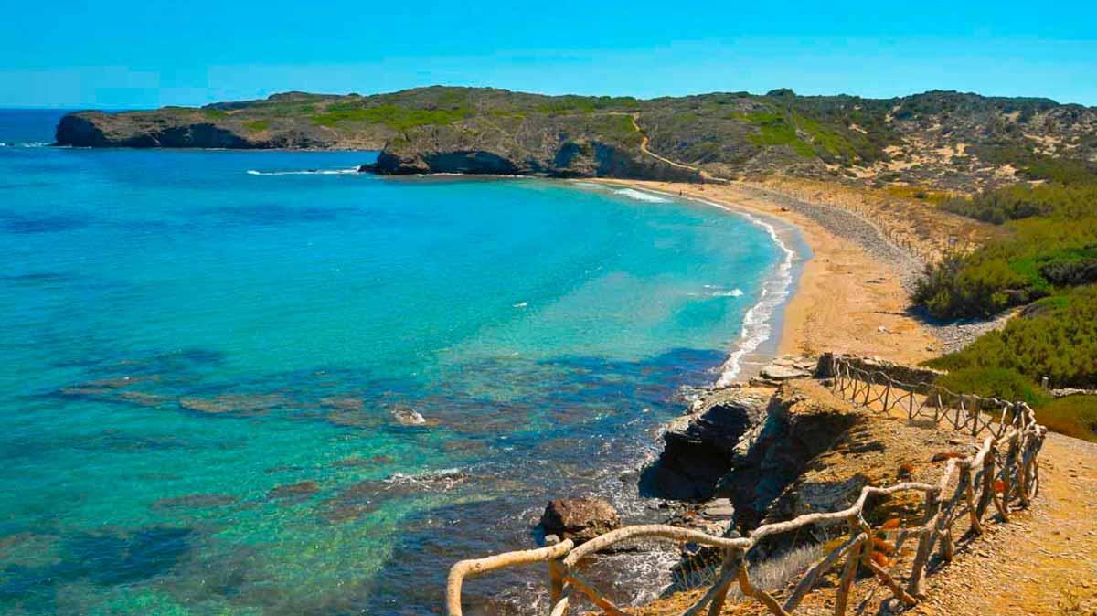 En Tortuga, la cala secreta de Menorca