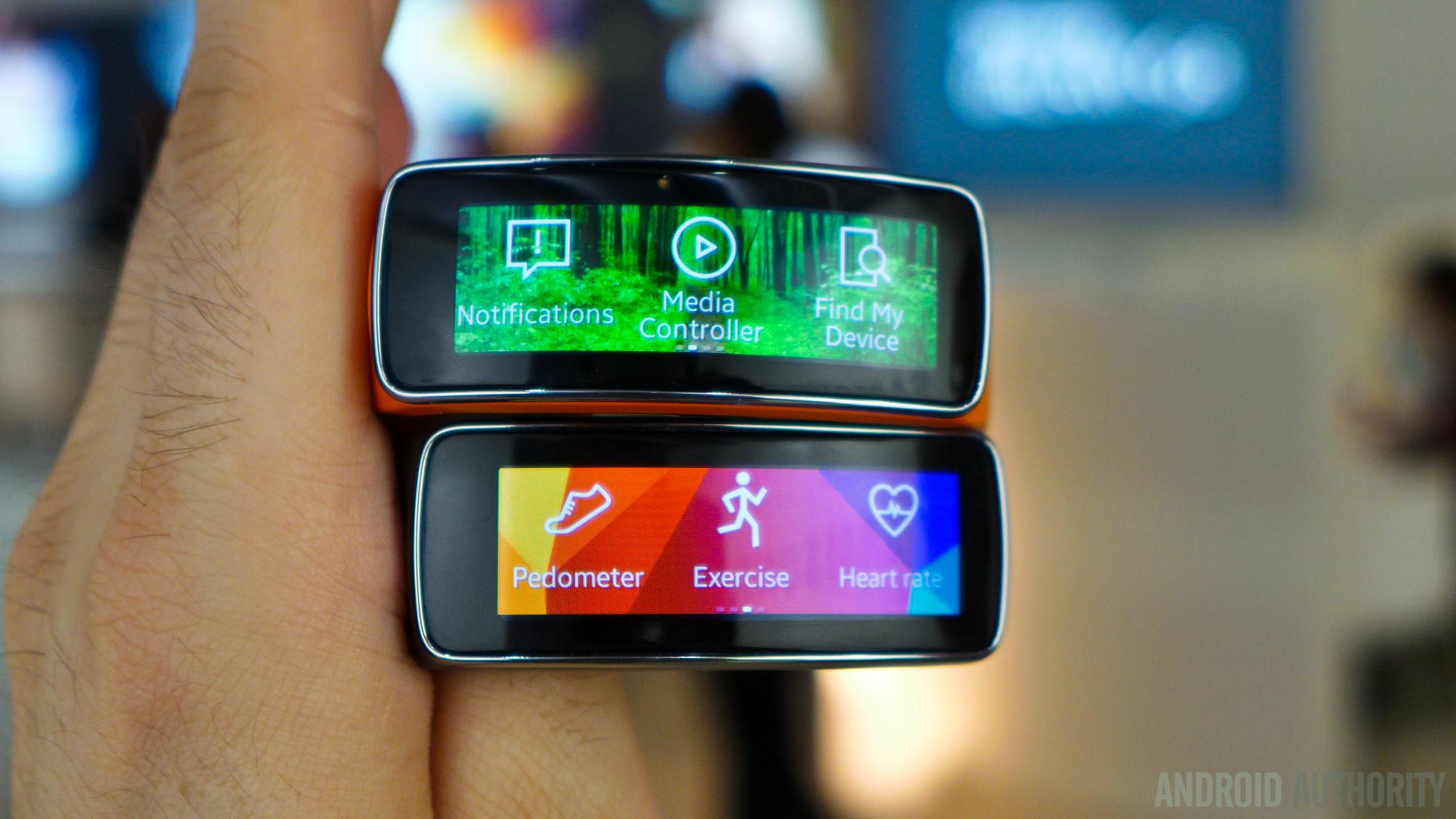 samsung-fit-black-orange-smartwatches-aa-9
