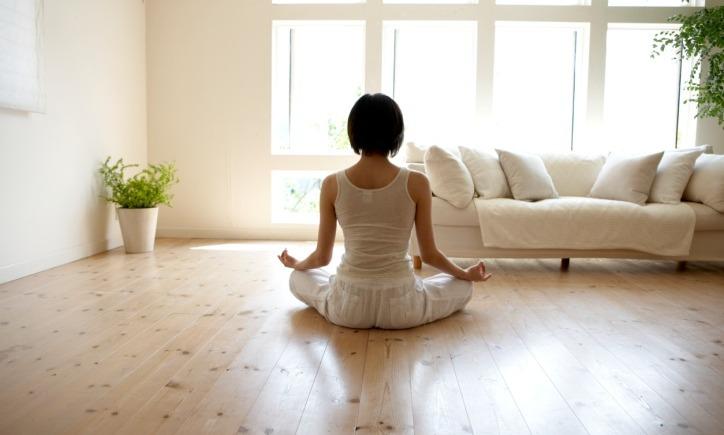 woman-yoga-living-room