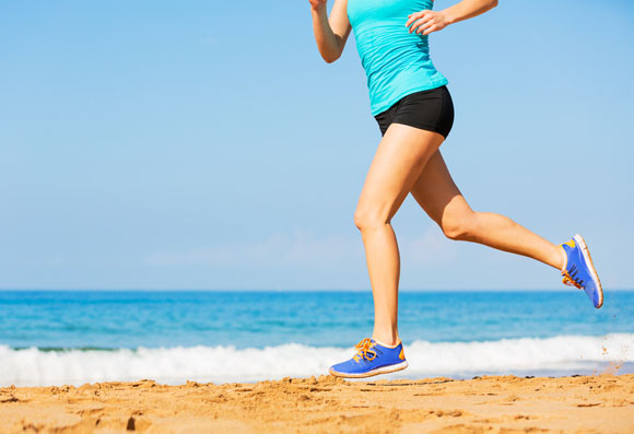 Hacer running en la playa