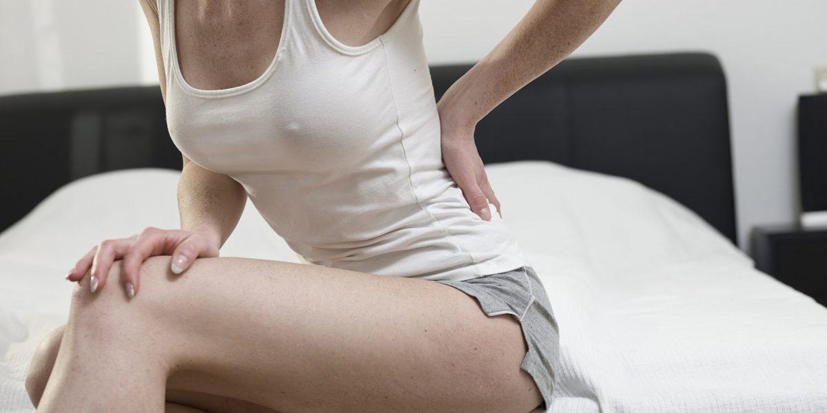 Los dolores de espalda suelen estar causados por malas posturas, estrés y fatiga muscular.