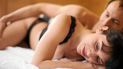 Razones por las que mantener sexo a diario: Induce el sueño