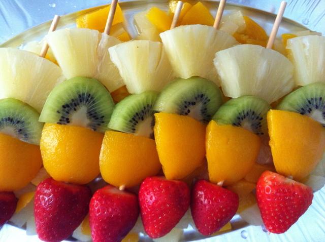 brocheta-frutas1