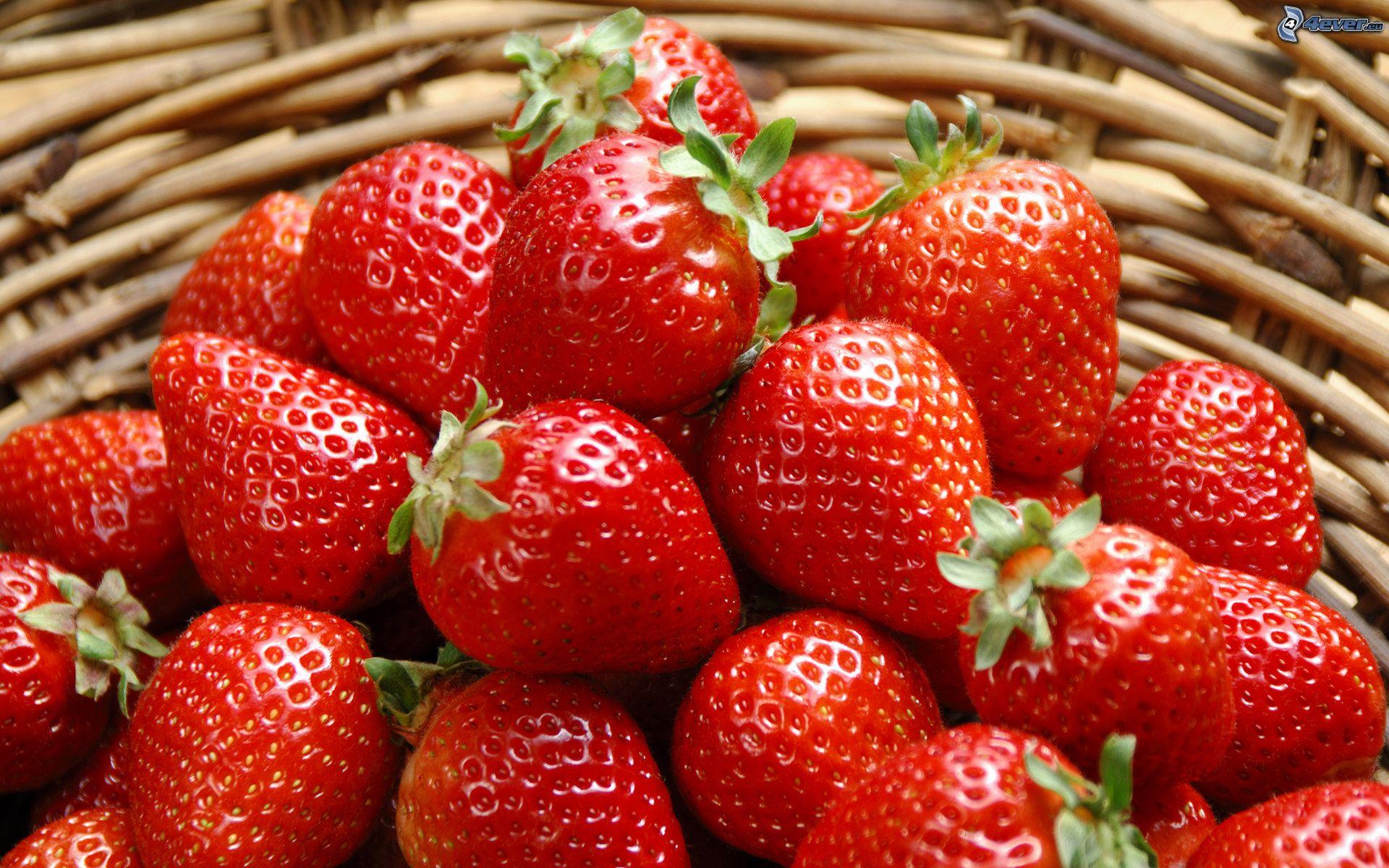 comer fresas en la noche