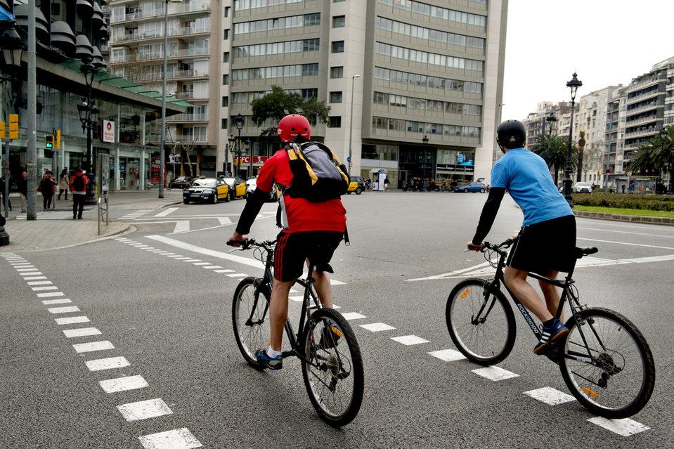 Ciclistas-en-el-carril-bici-de_54408927137_54028874188_960_639