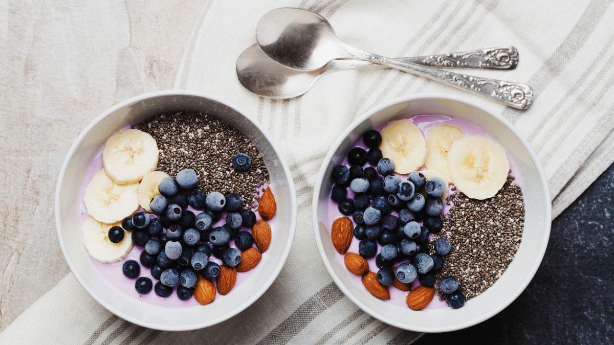 Aprovecha las propiedades y potencia el sabor de las semillas de chía.