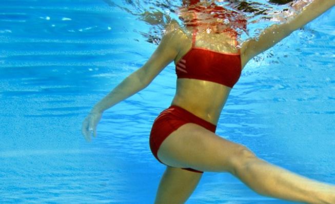 Consejos para realizar ejercicio en el agua con garantías