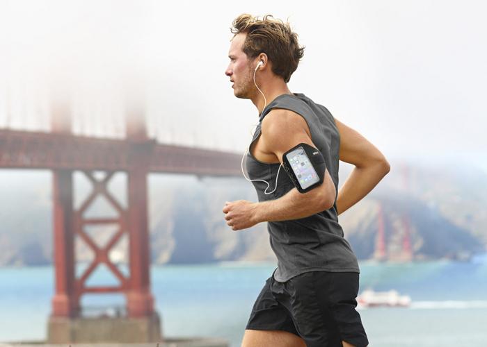 chico-corriendo-funda-running