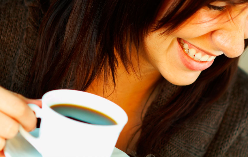 Qué alimentos estropean los dientes y cuáles los fortalecen