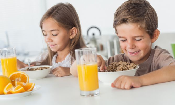 niños-y-desayuno