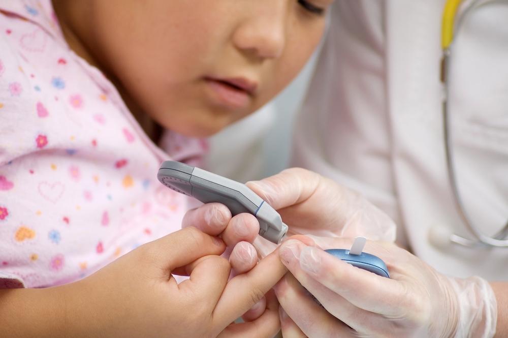 Cómo controlar la diabetes de los niños en el colegio