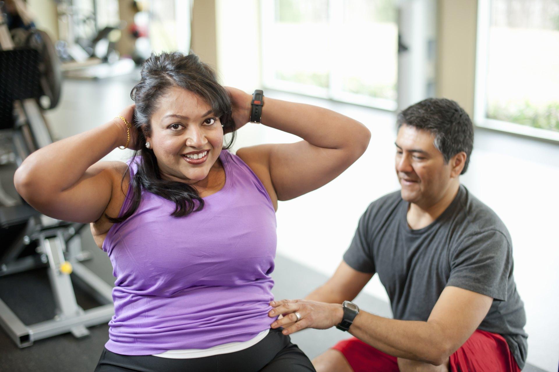 Entrenamiento en el gimnasio para combatir la obesidad