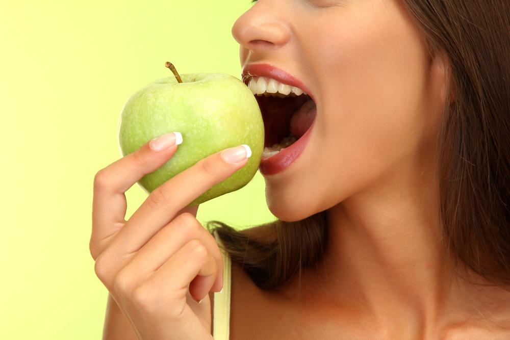 ¿Qué nutrientes tiene la manzana?