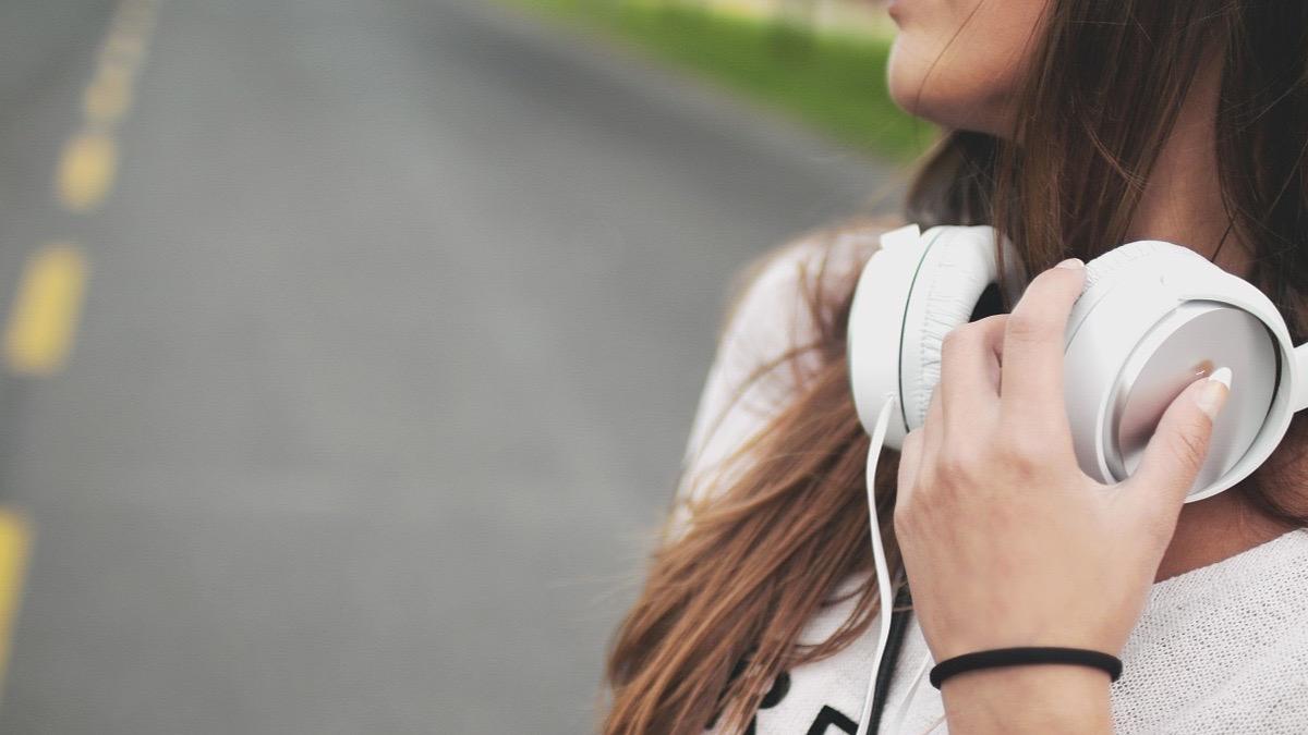 Escuchando música para correr.